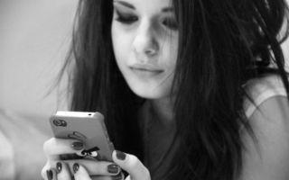 Сильный заговор «чтобы любимый позвонил» читаем правильно