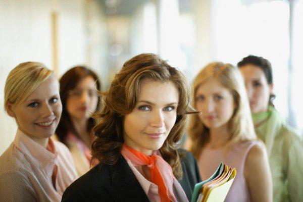 женский коллектив месячные гадания