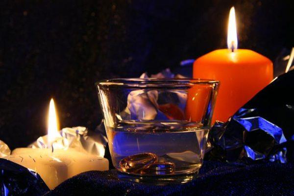 гадаем на свечах дома
