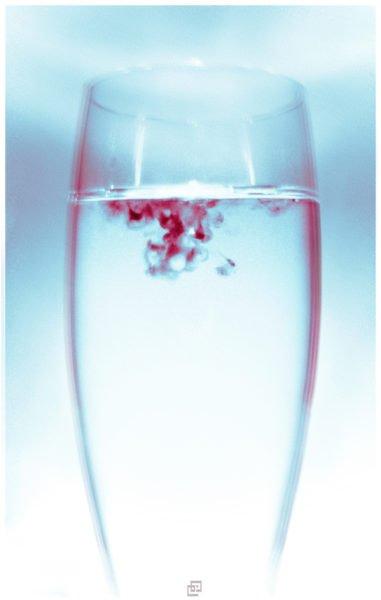 менструальная кровь в стакане