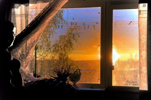 вечер за окном