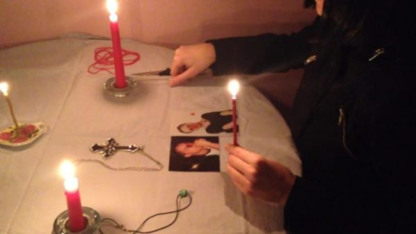 Делаем приворот по фото при свечах