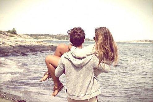 Любит ли парень девушку
