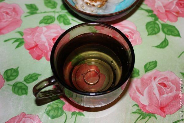 кольцо и стакан воды