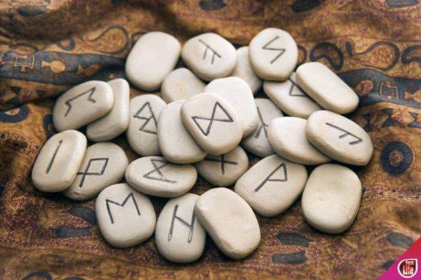 резы на камне