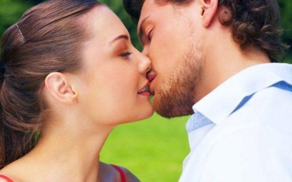К чему снится поцелуй с мужчиной в губы - толкование по Соннику