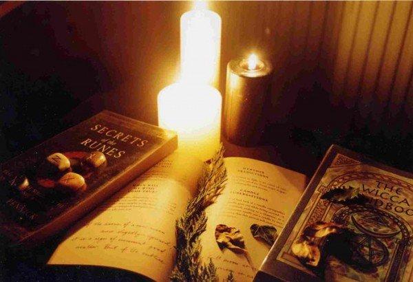 свечи и книги