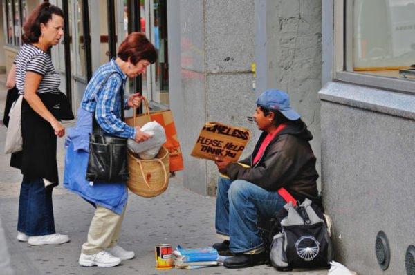 помощь людям
