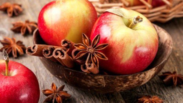запах яблок и корицы