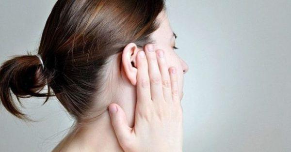 Горит ухо