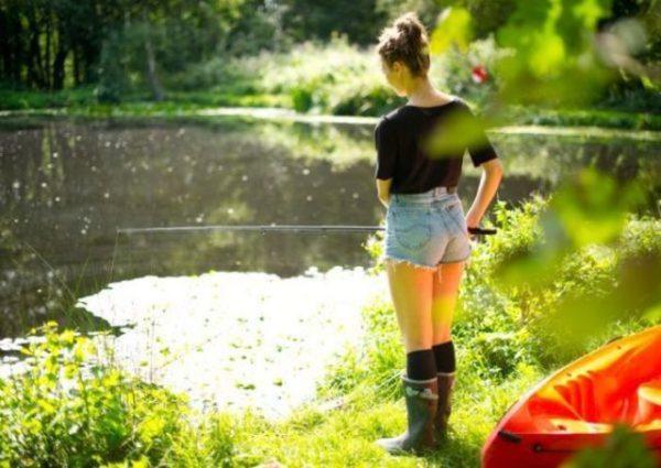 девушка и рыбалка