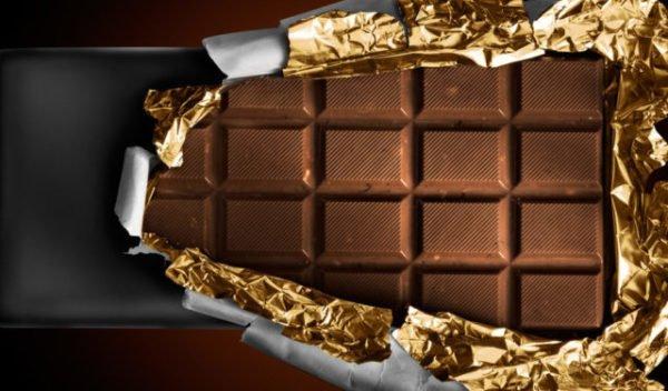 открывать шоколад