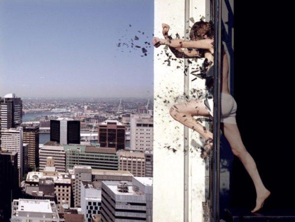 прыгать в окно