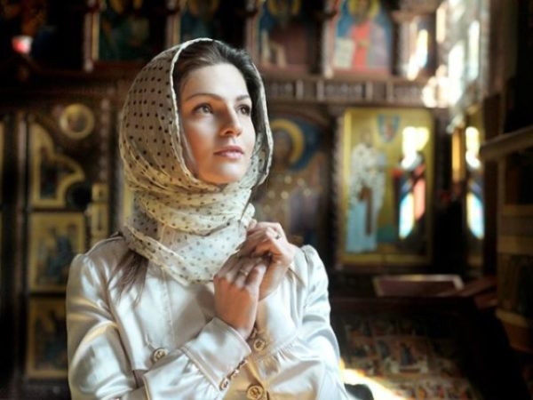 молящиеся женщина