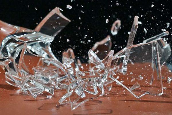 пораниться стеклом