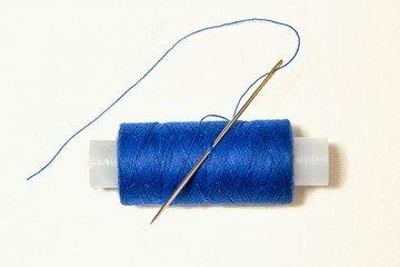 иголка и синяя нитка