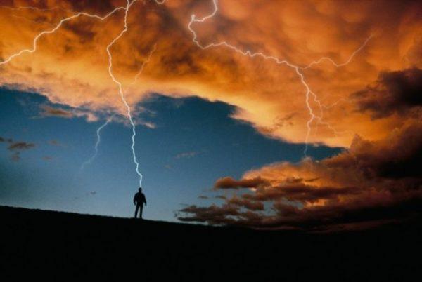 молния ударила в человека во сне