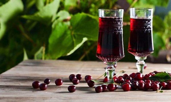 делать вишневое вино во сне