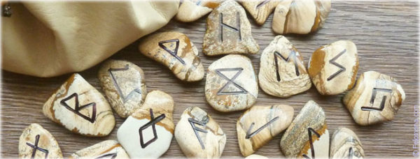 What are the types of runic stavov and formulas: types and meaning